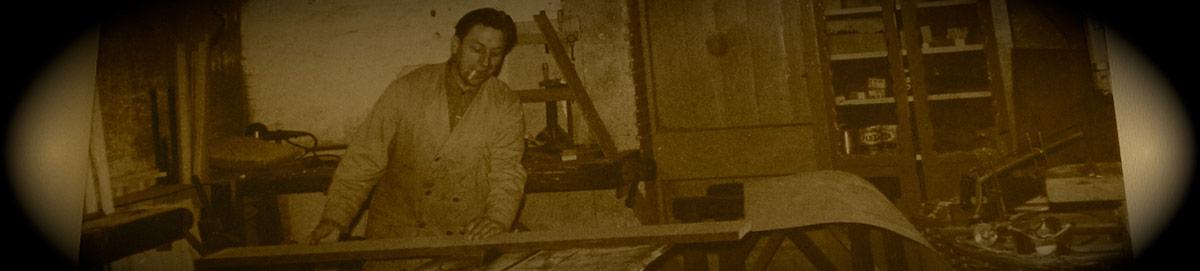 De oprichter van meubelstoffeerderij Nout